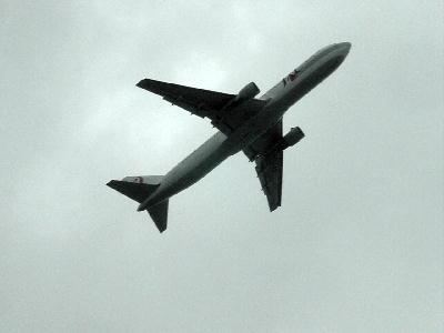飛行機が近いよ….JPG
