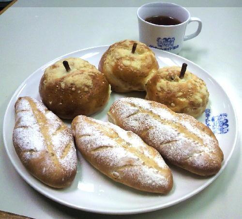 ホームメイド協会パン焼き体験2.JPG